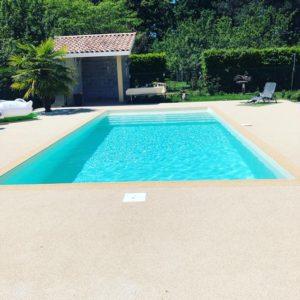 contour_piscine_plage_gomme_drainant